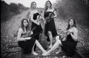 fiddle_chics_b&w
